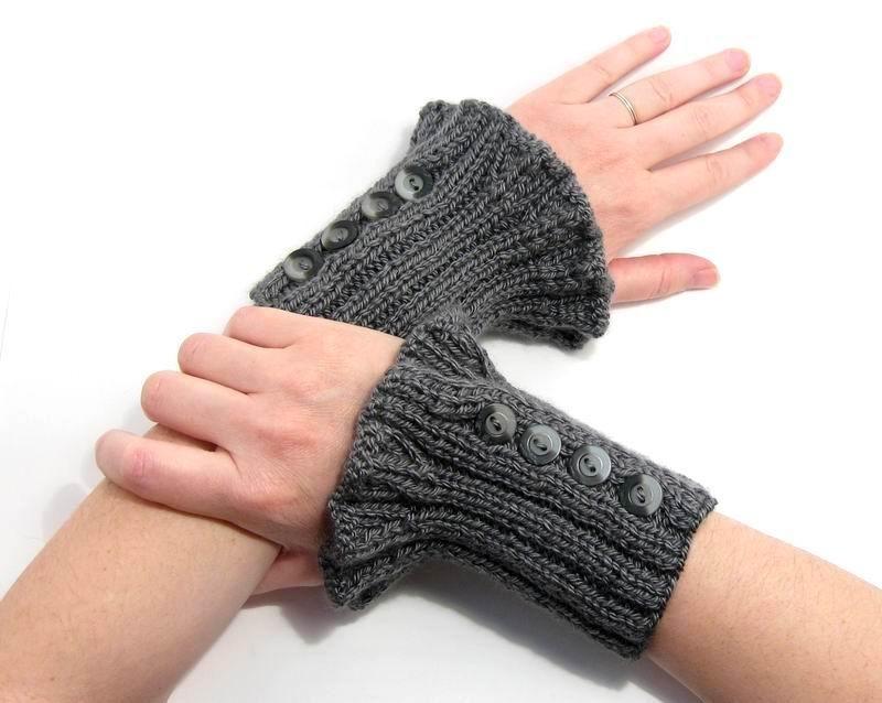 Cuff Cuff - Hand Knitted with Grey Shetland Wool