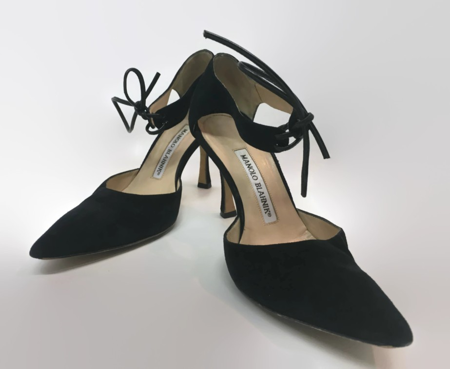 Vintage Women's Black Suede Manolo Blahnik Shoes de TheMourningRaven