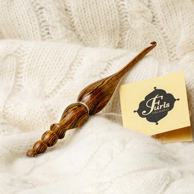 Aguja de crochet bocote - Furls Fiberarts