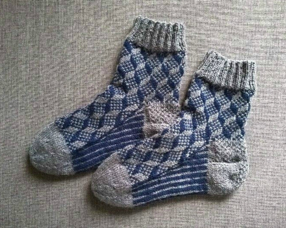 Knitted socks with geometric pattern - lXKl