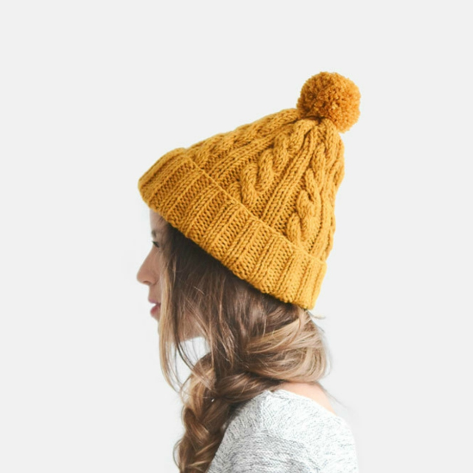 Hand Knit Beanie in Mustard Yellow por Plexida