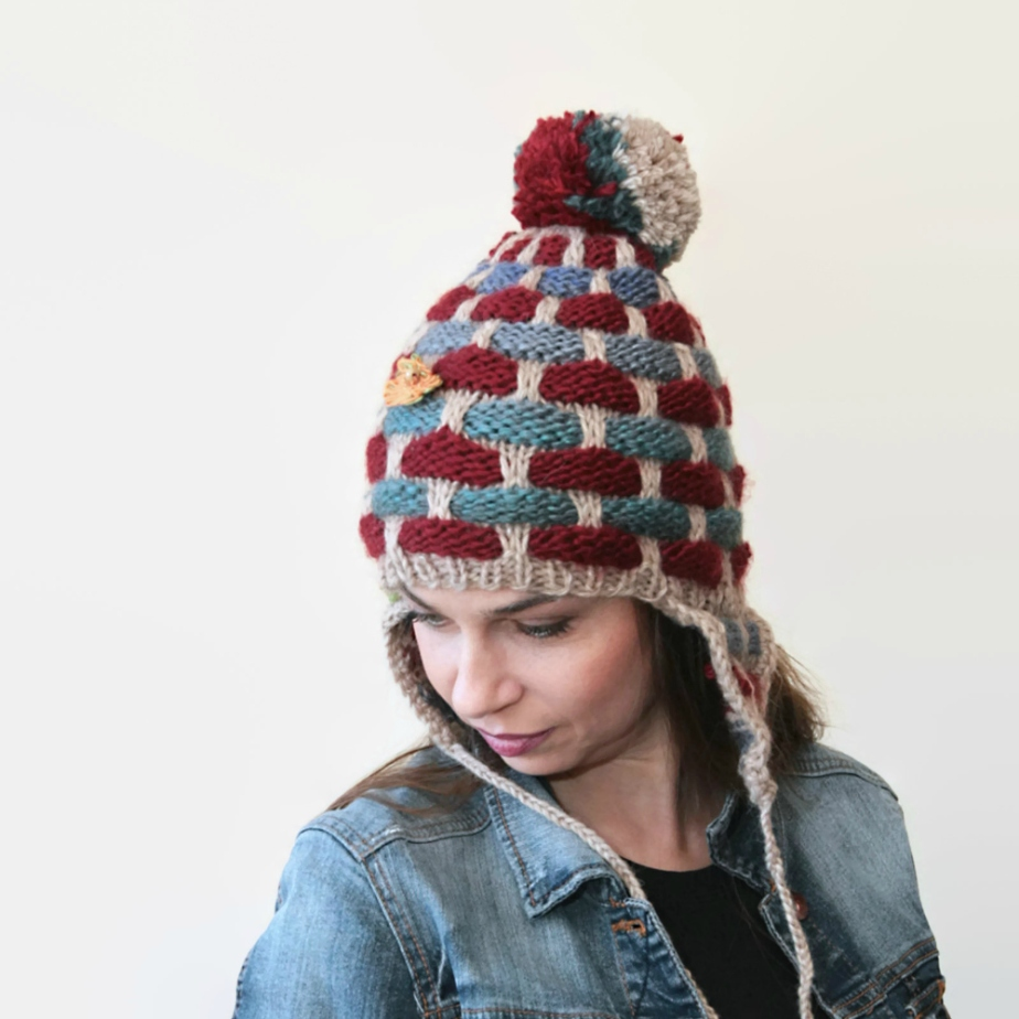 Hand Knit Hat Earflap with Pompom in tile pattern por Solandia