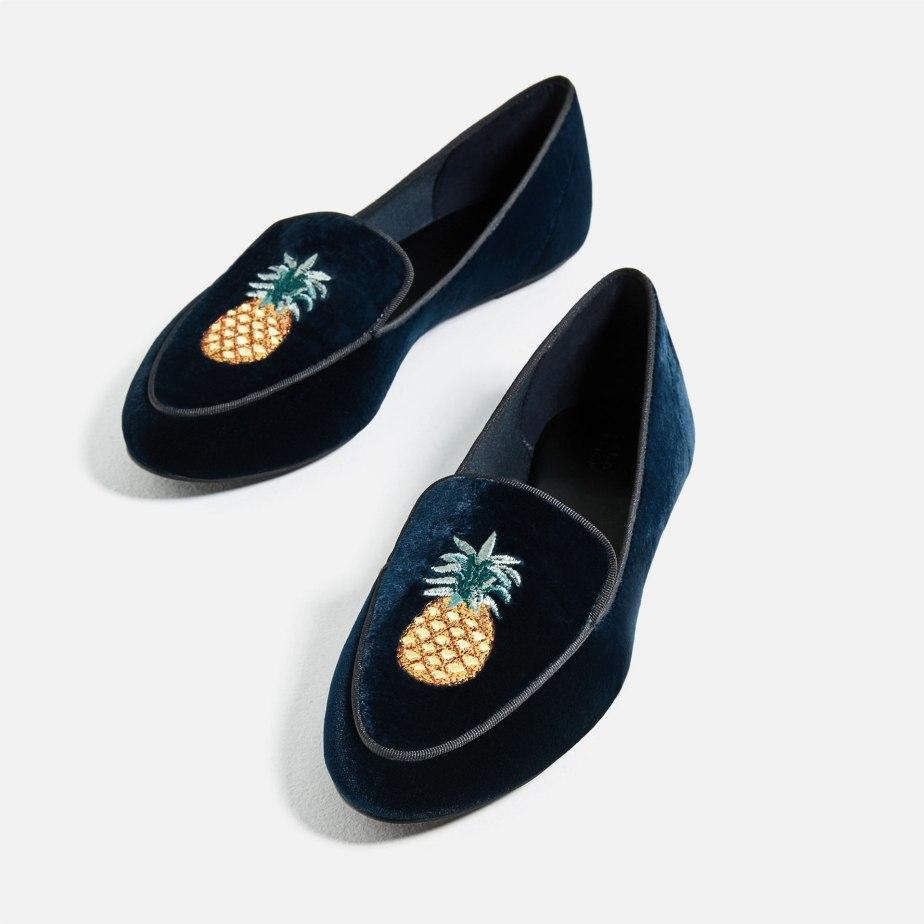 Zapato Plano de Terciopelo Bordado de Zara