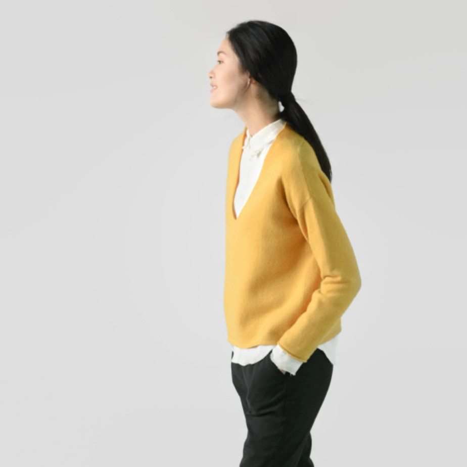Yellow wool v neck sweaters de BonLife